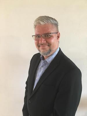 Dr. Leonardo Flores, Editor